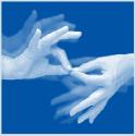 2 mains font le signe pour interprète