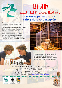 Photos d'une bibliothèque et de 2 enfants jouant aux échecs sur fond d'affiches coloniales
