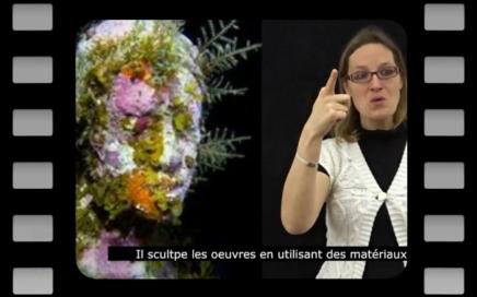 sculpture ornée de plantes sous-marines et coraux